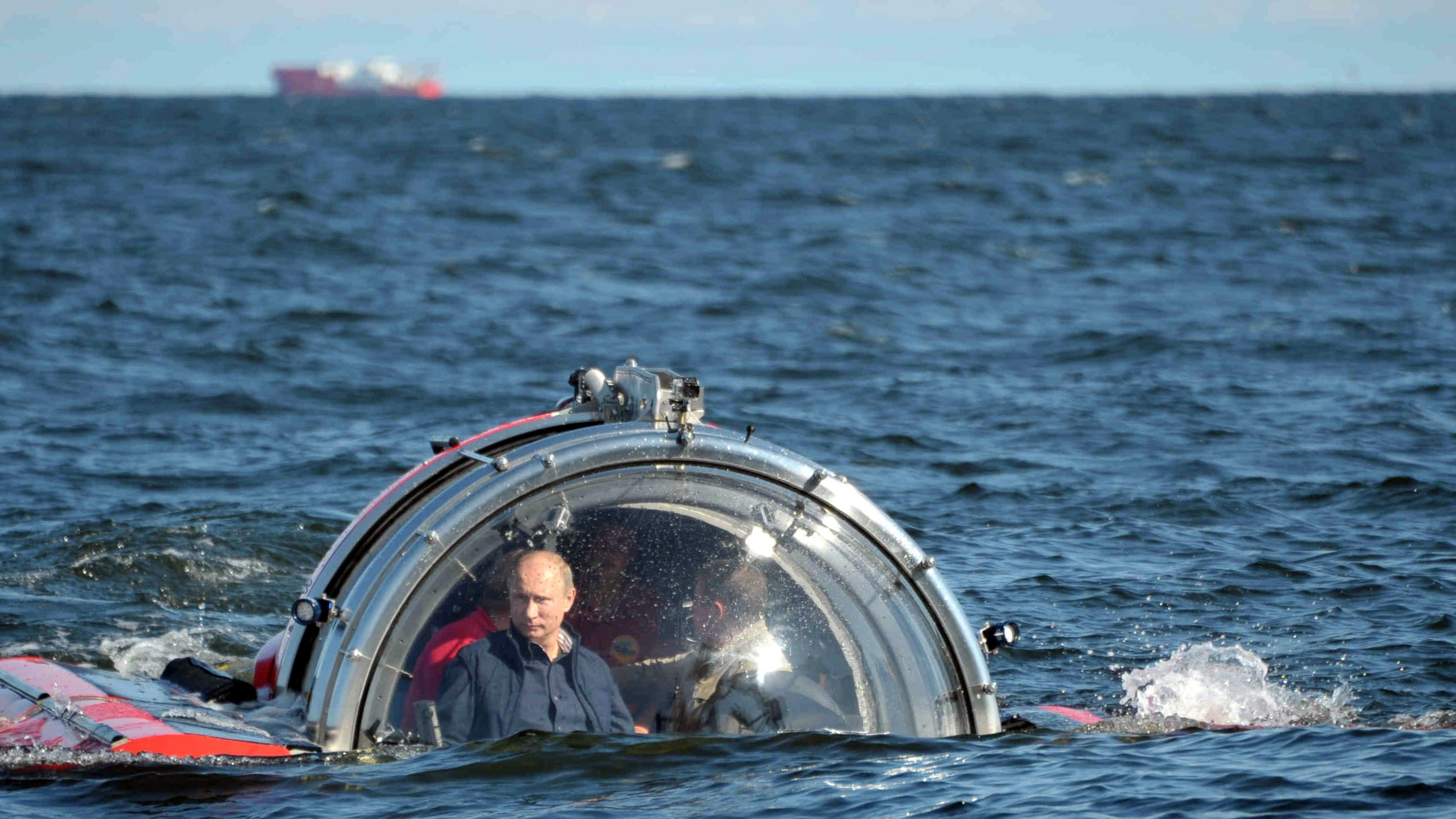 Russian President at the glass dome of the under water vehicle 'Sea Explorer-5' in Baltic Sea. (EPA/Alexei Nikolsky/Ria Novosti/Kremlin)